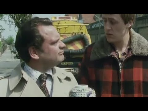 Road sweeper and the urn - Only Fools and Horses - BBC