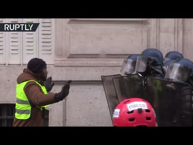 paris-mayhem-tear-gas-used-hundreds-detained-during-yellow-vests-protest