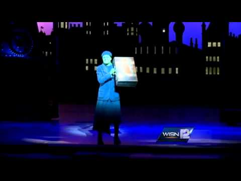 Kidd gets exclusive look at hit musical Wicked