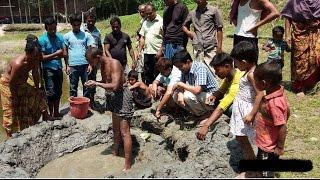 দিনাজপুরে 'রহস্যময় পুকুর' থেকে উঠছে তেল