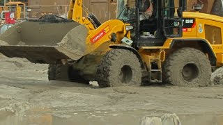 WHEEL LOADER IN DEEP SHIT ++ CATERPILLAR 924K LOADING MUD @ CONSTRUCTION SITE