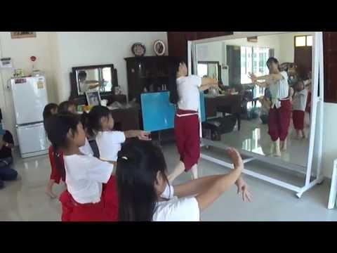 ฟ้อนศิลามณี - บ้านรำไทย ดอนเมือง (www.banramthai.com)