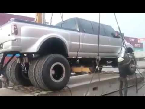 giant pick up car