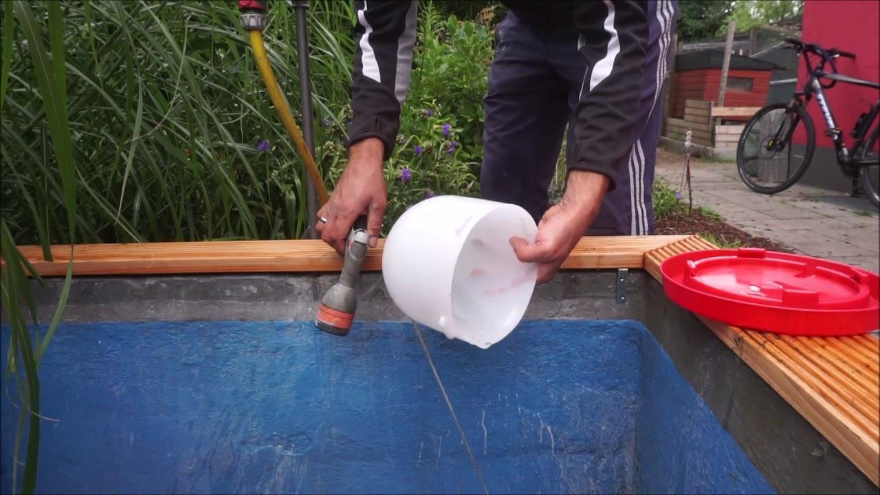 Hängender Wasserspender für Hühner - YouTube