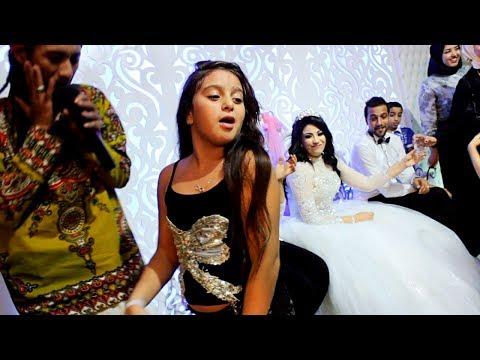 طفلة تخطف الأنظار من العروسة ولعت الفرح وجننت الشباب برقصها غلبت صافينار!- belly Dance thumbnail