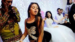 طفلة تخطف الأنظار من العروسة ولعت الفرح وجننت الشباب برقصها غلبت صافينار!- belly Dance
