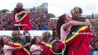 Rayvann Ampiga Busu Zuchu wa Udom Amkumbatia na kubambia Live Jukwaani
