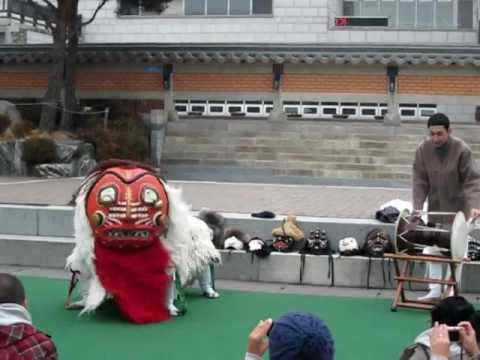 Traditional Korean Lion Dance Part 1