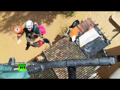 RAW: Stranded resident rescued via helicopter from flooded town in Spain
