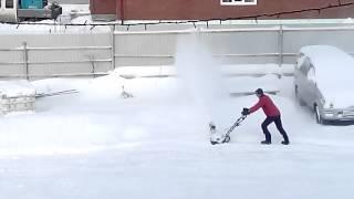 Электрический снегоуборщик смотреть