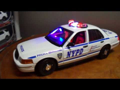 Time Square Chase NYPD Police Ford Crown Victoria 1/18 Working Lights And Siren By Motormax