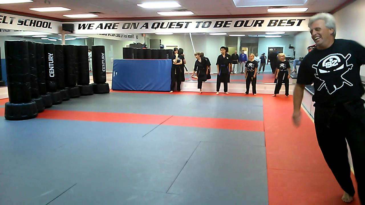 Elite SKILLZ Martial Arts Class Bag Running - YouTube