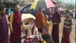 甲札法王主持底邦嘎拉舍利塔動土儀式(Dipamkara Stupa, Gorubathan).mpg