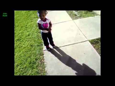 Bebes se asustan de su propia sombra