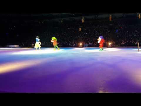 Elenor's disney on ice front row(1)