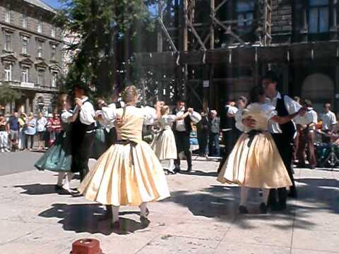 budapest 2010 08 20 andrassy ut - liszt ferenc ter hungarian traditional dance & music