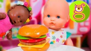 La bebé Luci y Martina preparan una hamburguesa - Capítulo #28 - juguetes en español