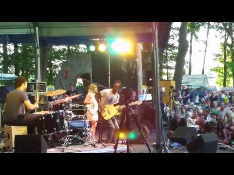 Daby Touré - Afrika Festival Hertme -  7jul2013  v16