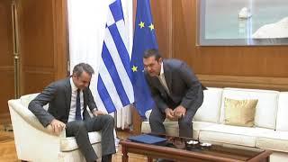 Συνάντηση Μητσοτάκη-Τσίπρα στη Βουλή
