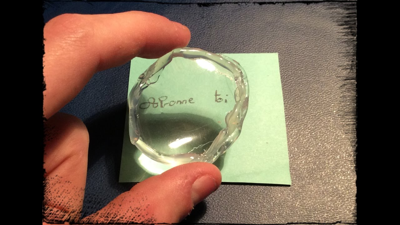 tuto 19 comment faire une loupe avec une bouteille en plastique youtube. Black Bedroom Furniture Sets. Home Design Ideas