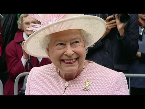 Queen arrives at Balmoral Castle to begin summer holiday
