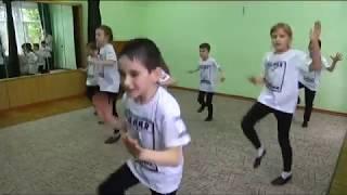"""Образцовый театр """"Белая Ворона"""" 1 класс фрагменты урока """"Танец"""""""