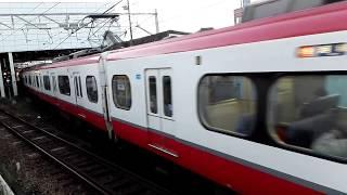 「B2とC2の顔合わせ」名鉄1015F一部特別車特急河和行き、2332F一部特別車特急名古屋行き、知多半田駅到着&発車