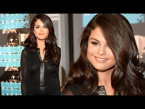 Selena Gomez Hot Red Carpet Style at 2015 MTV VMA's