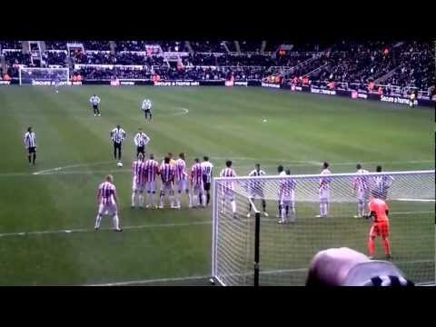 AMAZING Yohan Cabaye Free Kick Vs Stoke - Steven Taylor Being A Nuisance.