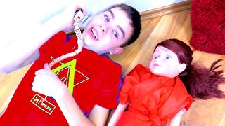 Nikita and Polly play with colorful dolls Canción familiar para niños-rimas inglesas by Makar