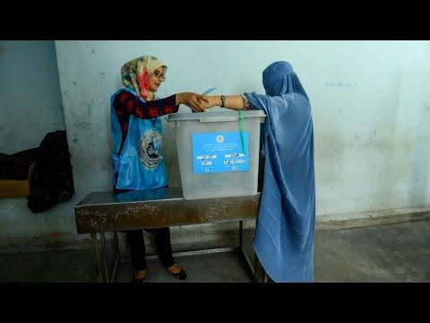 الأفغان يدلون بأصواتهم في الانتخابات الرئاسية وسط تهديدات أمنية من حركة طالبان