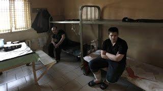Как в тюрьме опускают петухов
