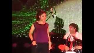 Sunidhi Chauhan drenched with sweat in live performance part-2