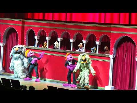 The Muppets Take the O2 - 01 -  Intro and The Muppet Show Theme