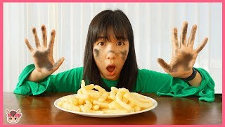 뽀로로 떡볶이 짜장면 감자 튀김 먹기 전에 손씻기 해요 !! 주방놀이 장난감 요리놀이 Pororo Black Noodle Pretend Play with Kids Toys