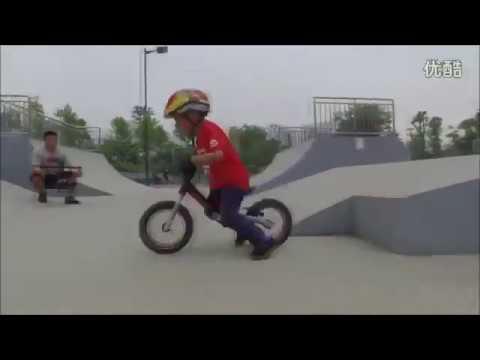 Эрик и его беговел Strider st-4 - YouTube