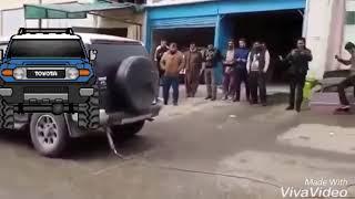 Fj cruiser vs Jeep Grand Cherokee tug of war