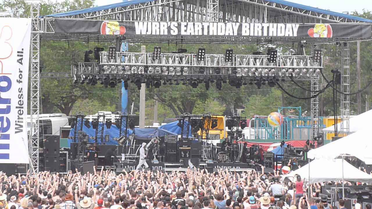 wjrr earthday birthday Hollywood Undead Intro and