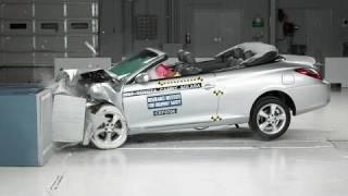 2007 Toyota Camry Solara moderate overlap IIHS crash test