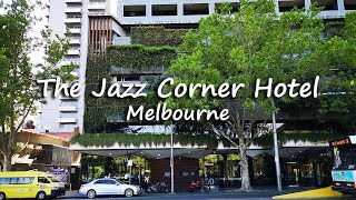 [filmed on january 12, 2019] this is a tour of one bedroom apartment with 1 king-size bed at the jazz corner hotel melbourne. located just opposite flagstaff...