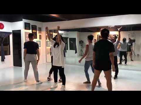 Download BigStage: Fieya Julia dance class with Cikgu Napi and dancers Mp4 baru
