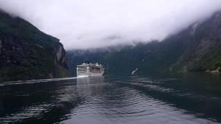 Kreuzfahrtschiff MSC im Geirangerfjord in Norwegen am 14.07.15