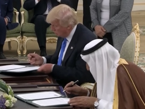 Raw: Trump, Saudi King Sign Agreements in Riyadh