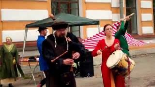 Музыка Средневековья в День города Петергоф.  Волынка.