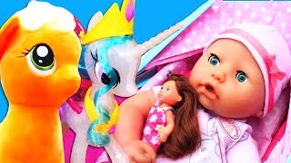 Смешное видео для малышей. Беби Бон капризничает на прогулке