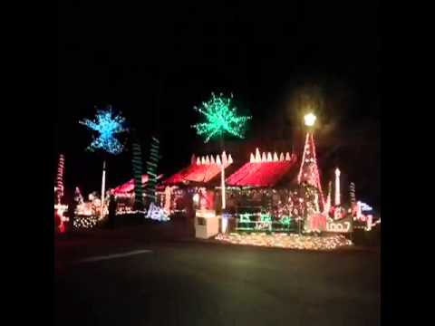 House Christmas Lights With His Own Radio Station - YouTube