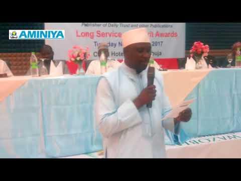 Baitocin nasara na Bashir Malumfashi a bikin karrama ma'aikatan DailyTrust/Aminiya