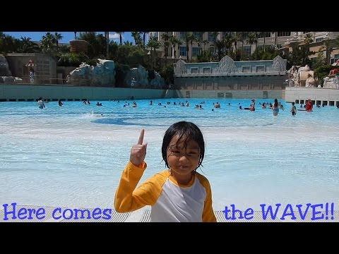 Fun Family Activity: Summer Swimming Time! Wave Pool in Mandalay Bay Las Vegas
