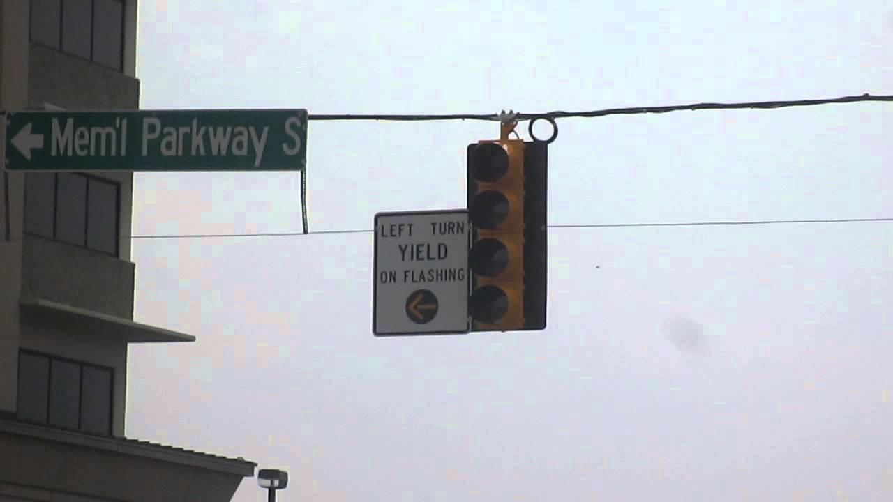 yellow arrow traffic light - photo #38