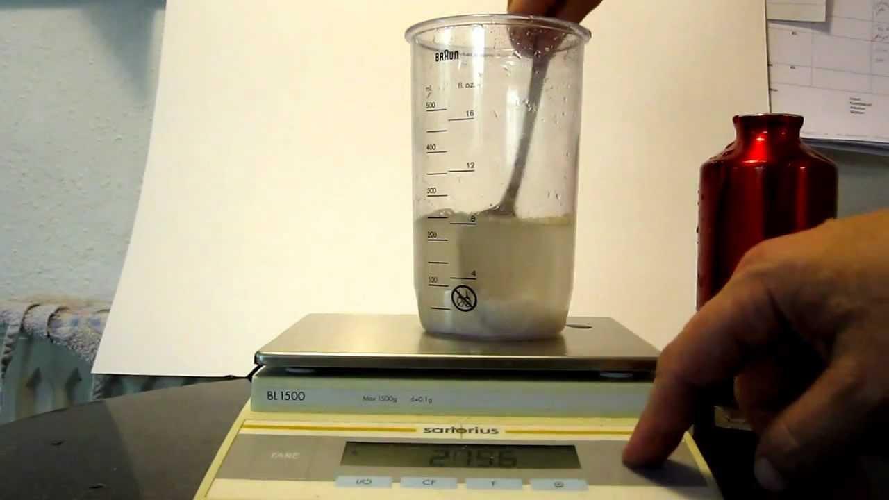 Massefylde, vand+salt med et æg